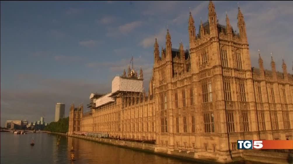 Londra, la Camera approva la brexit