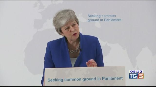 Brexit, May apre a un secondo referendum