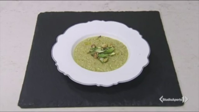 Risotto di quinoa con asparagi e pistacchi