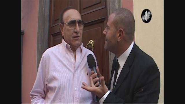 Pippo Baudo veste la divisa de Le Iene per un giorno