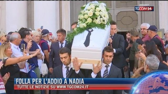 Breaking News delle 21.30: Folla per l'addio a Nadia Toffa