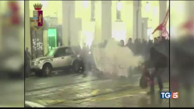 Guerriglia a Torino anarchici in manette