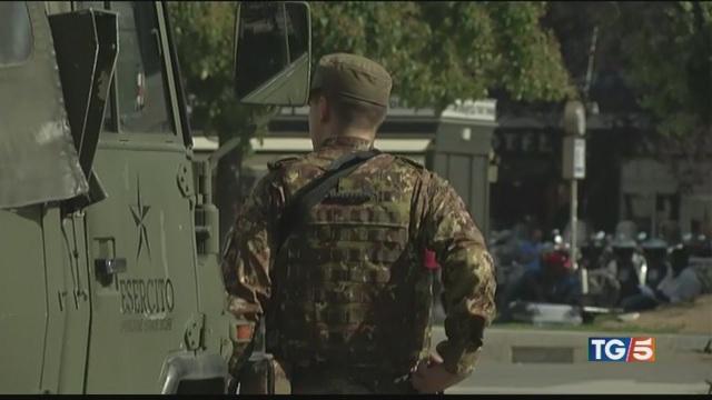 Militare aggredito a Milano