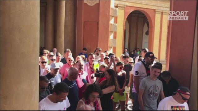 Il cuore dei tifosi: una processione per Mihajlovic