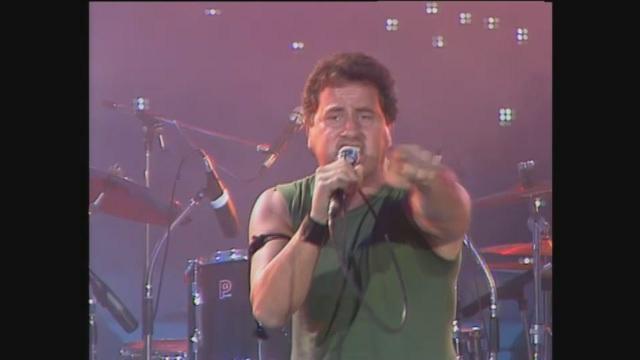 Adriano Pappalardo canta 'Ricominciamo' a Buon Compleanno Canale 5