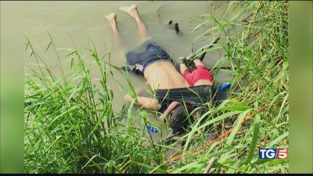 Annegati al confine, la foto che indigna