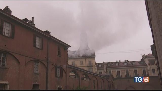 In fiamme il tetto della Cavallerizza