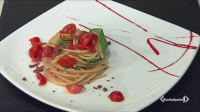 Spaghetti pomodorini, bottarga e limone