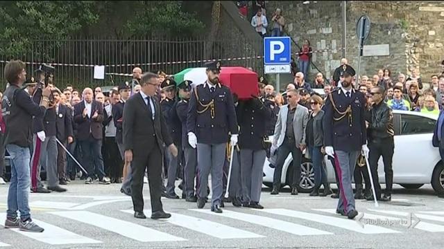 L'ultimo omaggio ai due poliziotti