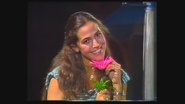 Barbara d'Urso canta 'Dolceamaro' a Superclassifica Show 1980