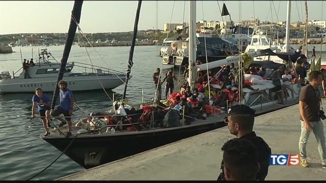 Ne sbarcano altri 108 Lampedusa al collasso