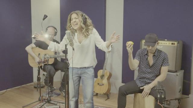 Gisella Cozzo, la regina degli spot televisivi torna con 'This Is It'