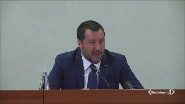 Braccio di ferro Conte-Salvini