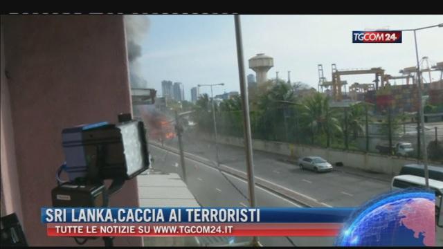 Breaking News delle ore 21.30: 'Sri Lanka, caccia ai terroristi'