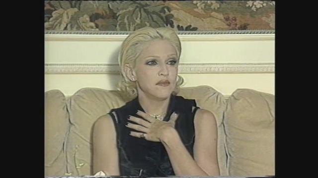 Madonna in collegamento satellitare con Superclassifica Show 1995