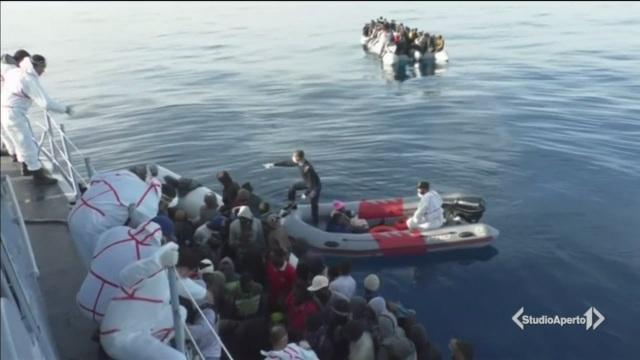Migranti respinti, Macron a Roma